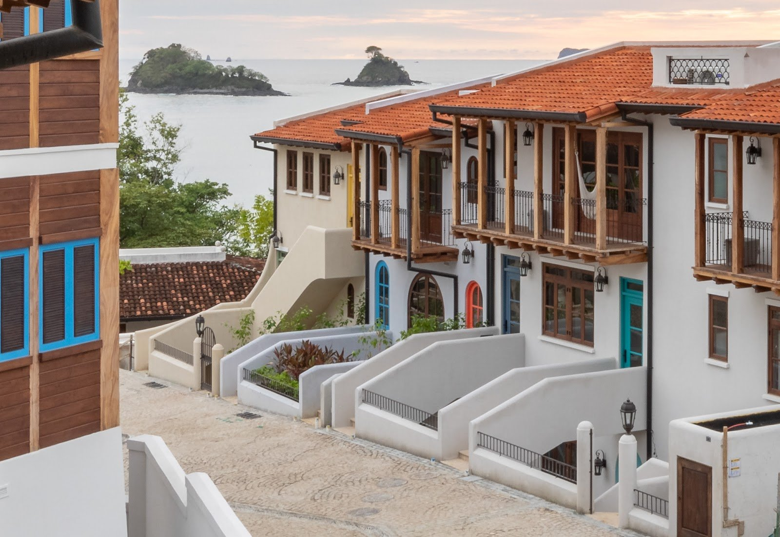 The Cartagena Flats' location just a few steps from the beach.