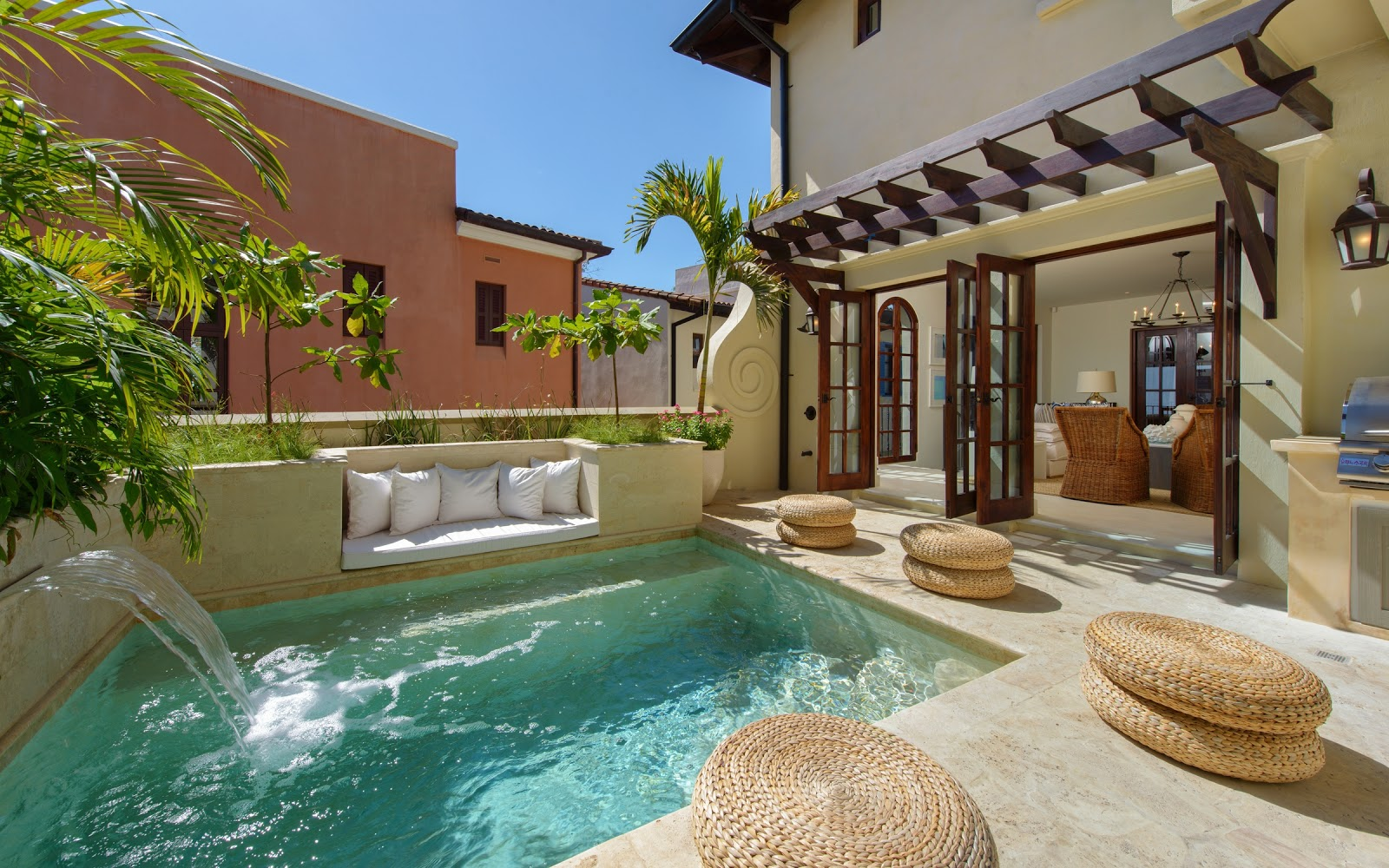 Casa Mar y Sol's wide array of living spaces and common areas makes it ideal for multiple athletes and their families traveling to the TRI together.